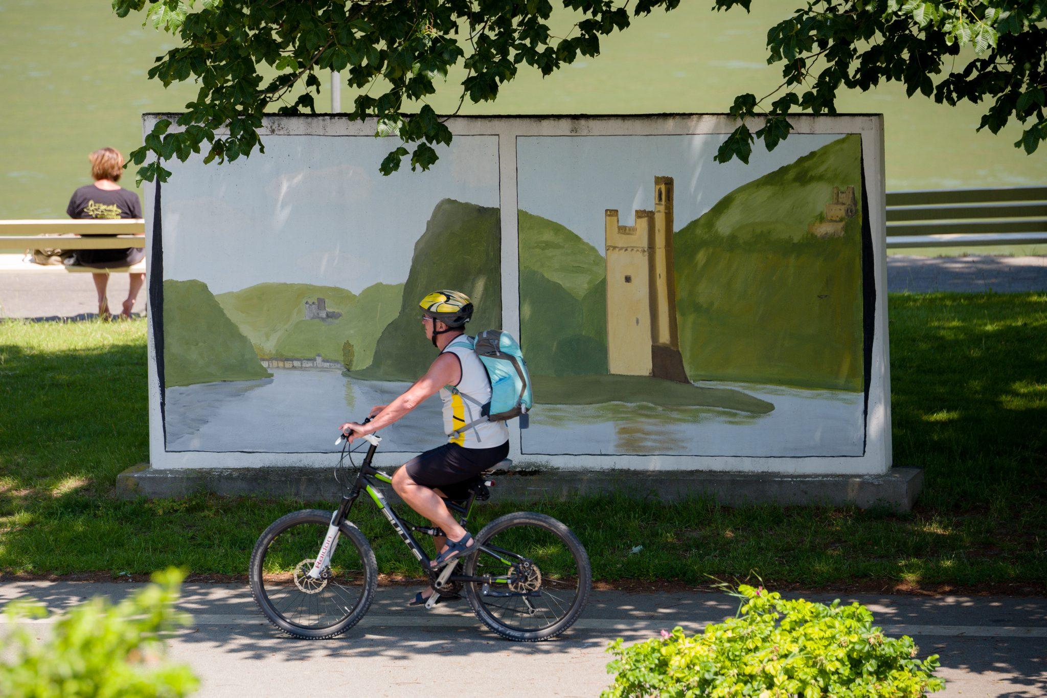 Radfahrer am Rheinufer in Oberwesel. (Foto: Piel media)