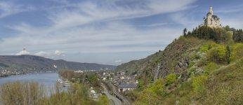 Blick vom Rheinsteig auf die Marksburg