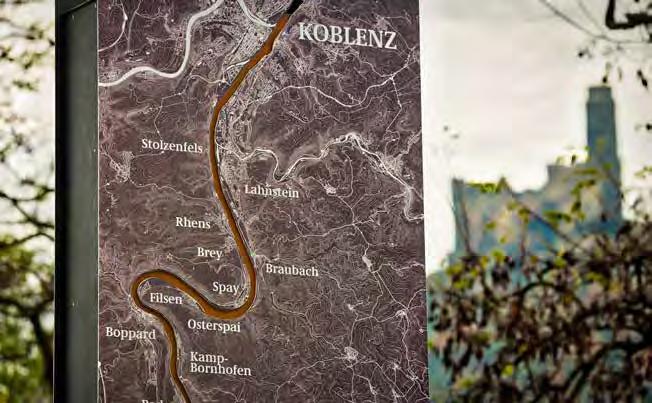 Stele am Rheinufer im Oberen Mittelrheintal. (Foto: Piel media)