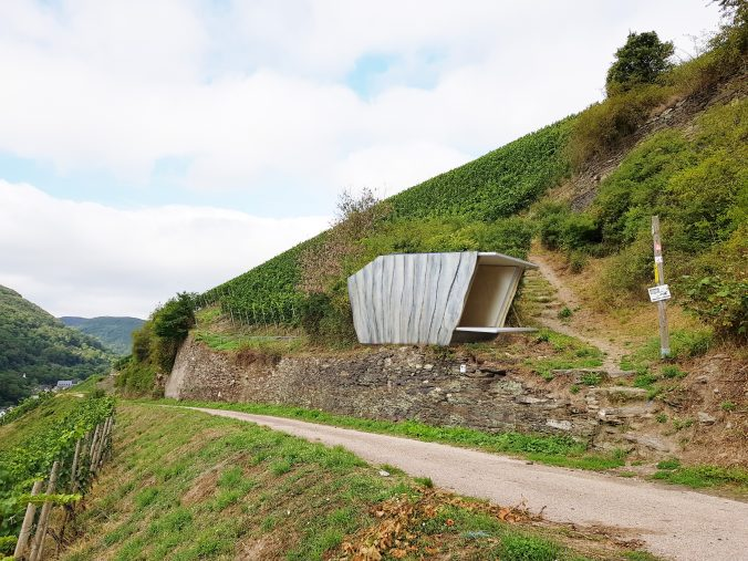 Entwurf für eine Übernachtungsmöglichkeit in Seitentälern des Oberen Mittelrheintals. (Montage: Hochschule Mainz)